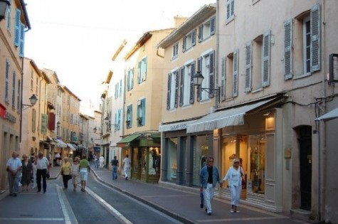 3967578-Shopping_in_St_Tropez_Saint_Tropez